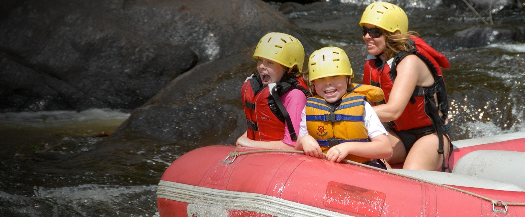 Une expérience familiale accessible !   Rafting Nouveau Monde   Rafting en eau vive sur la rivière Rouge